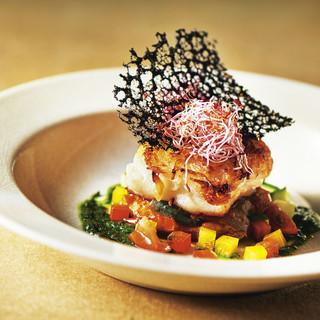 新潟寺泊直送の新鮮な魚料理が自慢です。