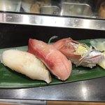 立食い寿司 根室花まる - 3貫セット @550, あぶらかれい、黒瀬の寒ブリ、トロにしん