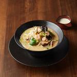 アオリ中華楼 - 14 種の具材の満腹タンメン
