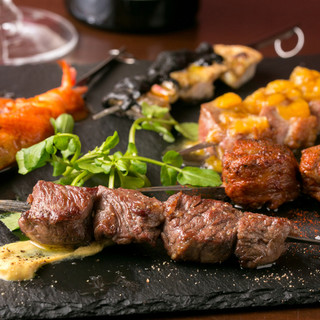 スペインの魅力溢れる炭焼き串を気軽に楽しめるスペインバル