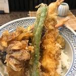 割烹 天ぷら 三太郎 - 海老野菜天丼