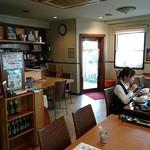 アルン - Arun @菊川 店内 タイ料理店には美女さん達が集達います