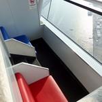 プラネットカフェ - 即席っぽいカップル席が点在していた。