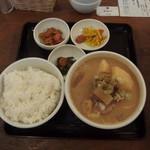吉田とん汁店 - 当店は豚汁1本の潔さ