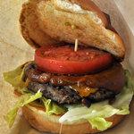 Burgers Cafe 池田屋 - バンズを上げるとこのとおり