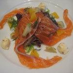 タントタントトラットリア - 前菜:ノルウェーサーモンの自家製マリネ 粒マスタードマヨネーズソース