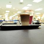 Burgers Cafe 池田屋 - すぐ側には衣料品店