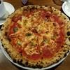 自家焙煎珈琲 あぶさんと - 料理写真:「マルゲリータ 」、自家製トマトソース、モッツァレラチーズ、フレッシュバジルのピッツァ