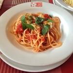 81636439 - モッツァレラとトマトのパスタ