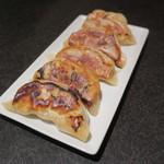 唐苑 - 料理写真:手作り焼き餃子