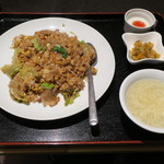 唐苑 - レタス炒飯1