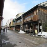 甘納豆かわむら - 店前の街並み