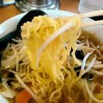 越王らーめん - 麺リフト