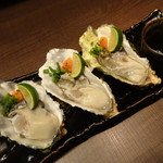 温炊き さんずい - 三重県産生牡蠣(464円/個)