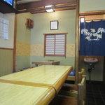 天ぷら 天万 - カウンター席から小上がり方向