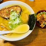 翔鶴 - 大ロースチャーシューメン(大盛)+唐揚げ丼【料理】