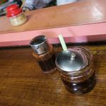 山ちゃんラーメン - 自家製ラー油は少しだけかけましょう。