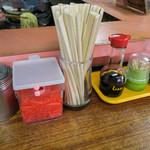 山ちゃんラーメン - 卓上の調味料。