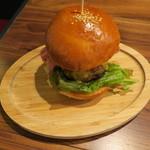 81651176 - 肉汁たっぷりハンバーガー フライドポテト添え1