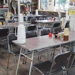 まるひで食堂 - 1Fの客席