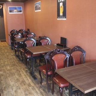 カウンター、テーブル、個室と様々なシーンでご利用可能!