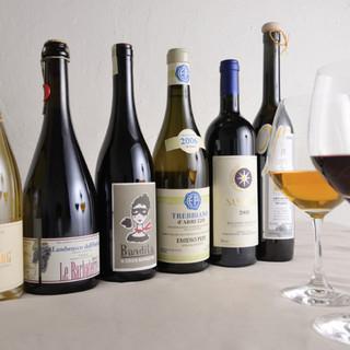 イタリア全土を中心にナチュラル派ワインをソムリエがセレクト