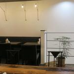CoffeeLounge Lemon - 2階のビッグテーブルも有るくつろぎ空間