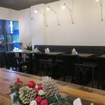 CoffeeLounge Lemon - 2階のビッグテーブルも有るくつろぎ空間1