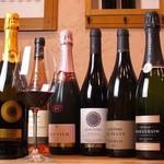 ワインと洋風惣菜 CotoCoto - ドリンク写真:お気に入りのワインを見つけてください