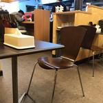 味のエンペラー - カウンター席、テーブル席ございます店内。