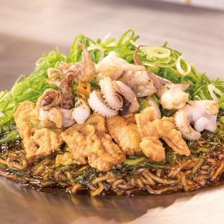 出汁にこだわるお好み焼きは鯖節と鰯節を使用しています