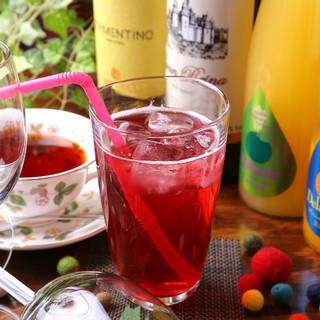 フルーツを使用したドリンクやワインなど、お酒も多彩にご用意!