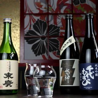 取り扱い銘柄常時100種類の日本酒を料理に合わせてご提供