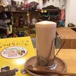 アフリカ雑貨&カフェギャラリーバオバブの木 - 「みつばちバーヤ」のはちみつが入ったカフェオレ「はちみつオレ」