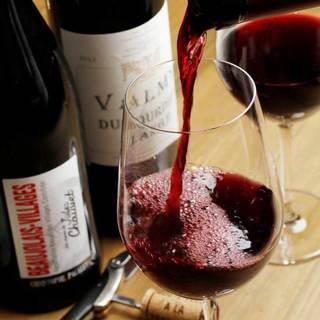 充実のワインリストと、生フルーツのカクテルなど豊富なドリンク