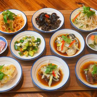香港出身のコックによる小皿前菜