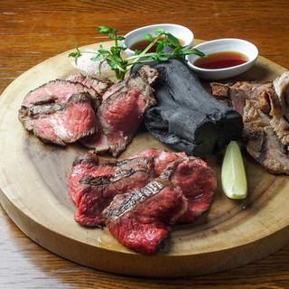旨味を引き出す最高の調理方、炭火焼で馬肉を楽しめます!