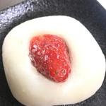 81694165 - 生クリームいちご大福