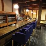 玉峰館 - バーは昔の蔵を改修して味わい深い。