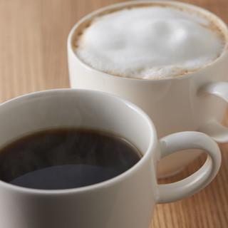"""深いローストによる芳ばしい香りを楽しめる""""石釜コーヒー"""""""