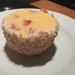 81699599 - クラフティ・フレーズ♪ フランスの伝統菓子らしい❣️下のタルトはサクサクっ(๑˃̵ᴗ˂̵)و ヨシ!