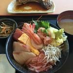 ととすけ - 黒海鮮丼セット