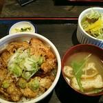 炭焼 豚丼信玄 - 料理写真:豚丼並盛セット842円(税込)