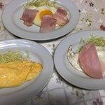 一龍食堂 - 玉子焼き、ベーコンエッグ、ハムエッグは各150円とお安いですね~