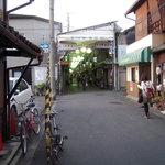 神勝寺うどん - 小さな商店街の中