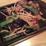 ごま屋ちゅう兵衛 - 鶏せせりと九条葱の塩昆布炒め 480円