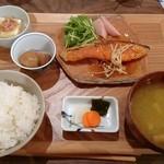 椿食堂 - サケのムニエル定食 1,000円