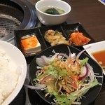焼肉三松 - セットのサラダとキムチやお豆腐