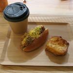 81712035 - ホットドッグ、フレンチトースト&コーヒー