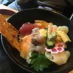 魚屋の台所 下の一色 - 海鮮丼